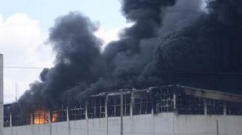 Hadımköy'de aynı yerde bulunan iki metruk ev henüz belirlenmeyen bir şekilde alev alev yandı. Alev