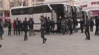 Esenyurt´ta kaçak göçmenlere yönelik denetim yapıldı. 96 yabancı uyruklu kişi gözaltına alındı.