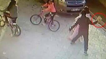 Samsun'da 33 yaşındaki Osman Ç., sokakta bisikletle gezen 9 yaşındaki A.M.A. isimli kızın başına par