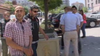 Eskişehir'de Uyuşturucu madde ticareti yapmak suçundan yakalanan bir şahıs, adliye girişinde kendisi
