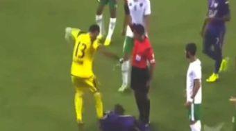 Birle�ik Arap Emirliklerinde oynanan Emirates - Al Ain ma��nda Emirates kalecisi Ali Saeed Saqr sini