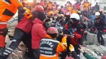AFAD görüntüleri paylaştı... 11 saat sonra kurtarıldılar