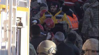 Elazığ'da 12 Saat Sonra Bir Kişi Daha Enkazdan Çıkarıldı
