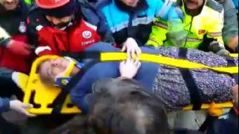 Mustafa Paşa Mahallesi'nde Enkaz Altından 14 Saat Sonra Bir Kişi Daha Sağ Çıkarıldı