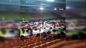 Elazığ'da Depremzedeler Spor Salonunda Toplandı