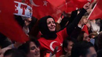 Türk Halk Müziği'nin önemli isimlerinden Kürşat meydanları coşturacak 'Evet' şarkısı