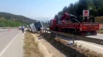 Sinop'un Boyabat ilçesinde, yolcu otobüsünün devrilmesi sonucu ilk belirlemelere göre 9 kişi yaralan