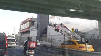 Şirinevler Metro İstasyonu'nda yangın çıktı! Dumanlar yükseliyor, ilk tedbirler alındı