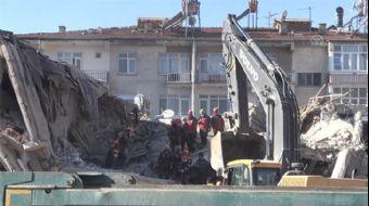 Sürsürü Mahallesi'ndeki Yıkılan Binanın 1. Katına Ulaşıldı