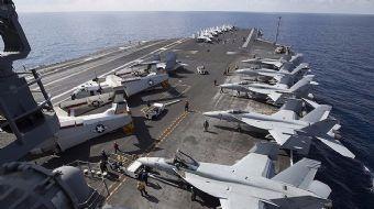 Terör örgütü DEAŞ'la mücadele kapsamında doğu Akdeniz'de görevlendirilen USS George H.W. Bush uçak g