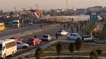 İran'da Bir Yolcu Uçağı Şehir Merkezindeki Karayoluna Acil İniş Yaptı