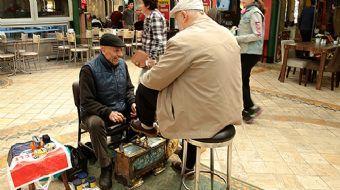 Kocaeli'nin İzmit ilçesinde yaşayan 76 yaşındaki ayakkabı boyacısı Mustafa Gürtay, Karamürsel'deki e