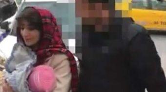 Fatih'de bulunan Valide Sultan Cami avlusunda kucağındaki 1.5 yaşındaki bebeğiyle dilenen İran uyruk