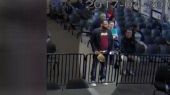 ABD'de trafik suçundan yargılanan bir kişi mahkeme salonunda kokain torbasını düşürdü.