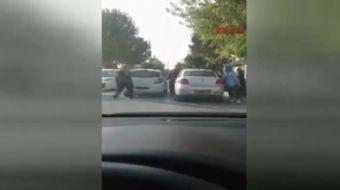 Konya'da bir kadın sürücü, trafikte belirlenemeyen nedenle  tartıştığı erkek sürücüye, araçtan söktü