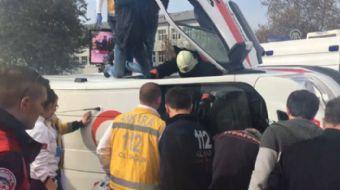 Ankara'da ambulansın devrildiği kazada 2 kişi yaralandı.