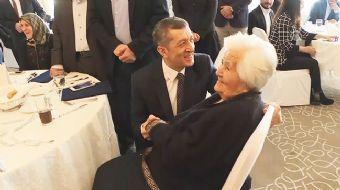 Bakan Selçuk ile 93 yaşındaki hayırsever arasında gülümseten diyalog