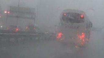 Özellikle işe gidiş saatinde İstanbulluları yakalayan yağış nedeniyle işe gitmeye çalışan bazı vatan
