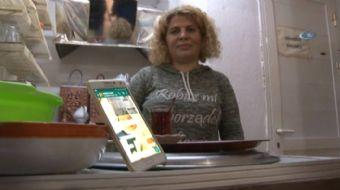 Manisa'da eşiyle birlikte çay ocağı işletmeciliği yapan 45 yaşındaki Nafiye Anka, akıllı telefonları