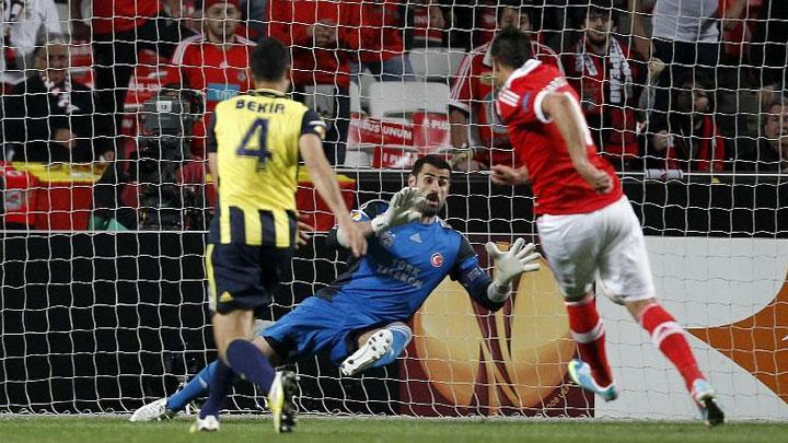 Hakem Fenerbahçe'yi kandırdı