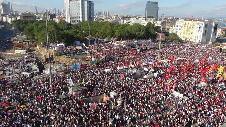 Taksim Gezi Parkı ilk kez bu kadar kalabalık gördü! Taksim Gezi'de son durum