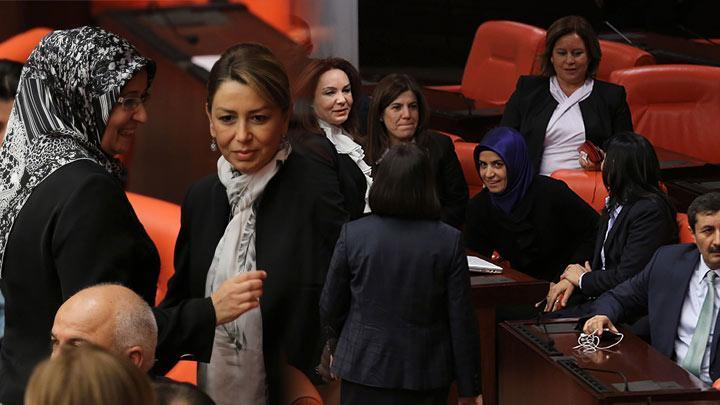 Meclis'te başörtüsü... Kazanan kadın ve demokrasi