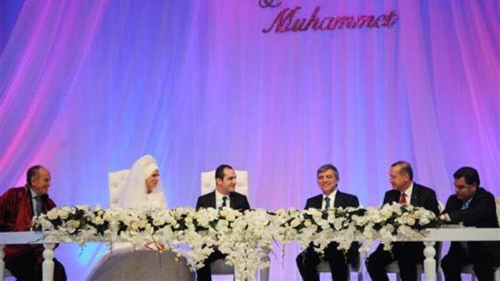 Erdo%C4%9Fan+Bayraktar+o%C4%9Flunu+evlendirdi
