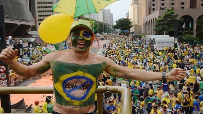 Karnaval tadında protesto