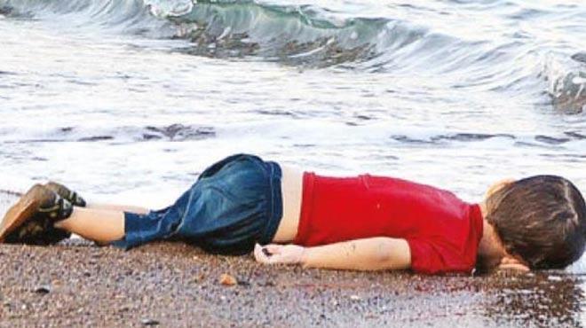 Sosyal medya kıyıya vuran bebek cesedini konuşuyor