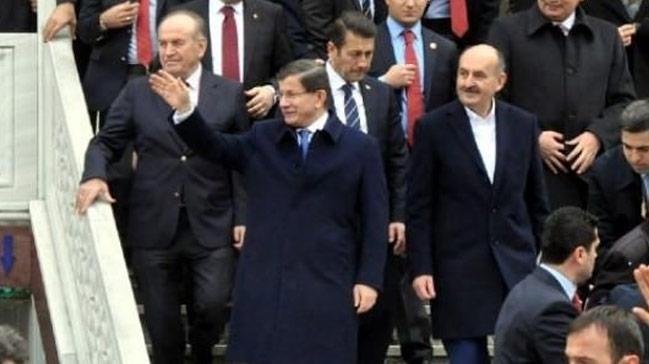 Başbakan Ahmet Davutoğlu'ndan, Yeni Akit Gazetesi'ne Taziye Ziyareti