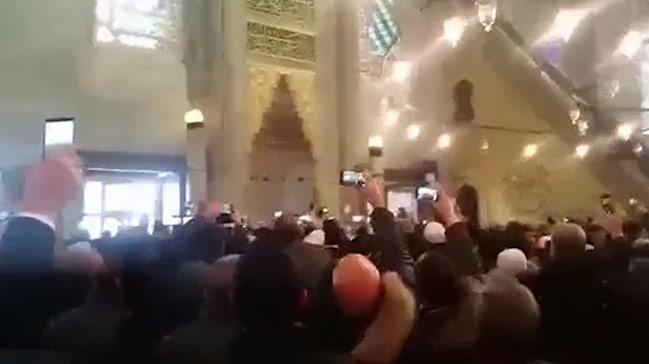 Cumhurbaşkanı Erdoğan cemaate dua yaptırdı