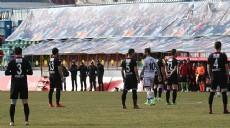 FLA�! Diyarbak�r'da Amedli oyunculardan protesto