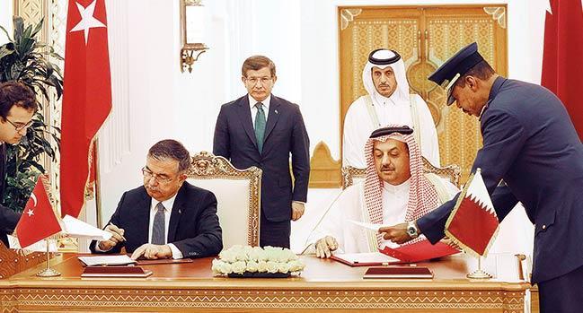 Katar'da ortak askeri �s i�in imzalar at�ld�