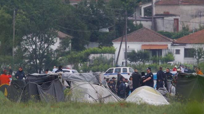 Yunanistan 8500 ki�ilik s���nmac� kamp�n� bo�alt�yor