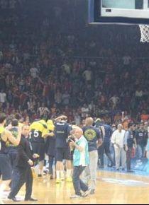 Galatasaray - Fenerbah�e ma��nda olay!