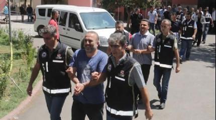 FET�'c� darbeci giri�imi sonras� g�zalt�na al�nan gazeteciler adliyeye sevk edildi