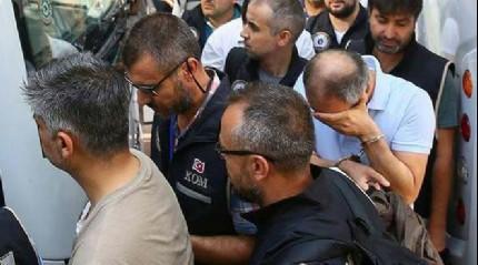 O yaverle birlikte 10 ki�i tutukland�