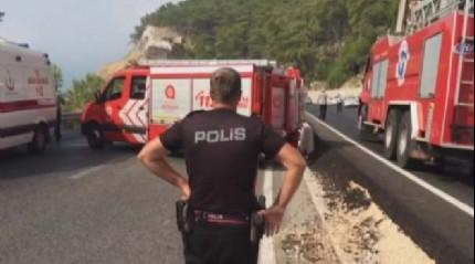 Antalya'da askeri araca sald�r�: 3 yaral�