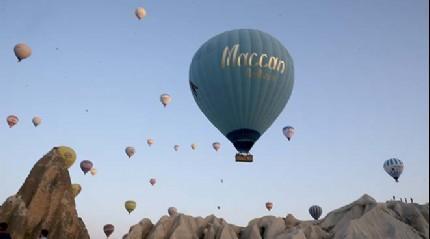 Kapadokya'da balonlar sabah�n ilk �����yla birlikte havalan�yor