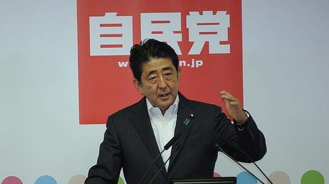 Japonya Başbakanı Abeden tartışmalı tapınağa adak 93