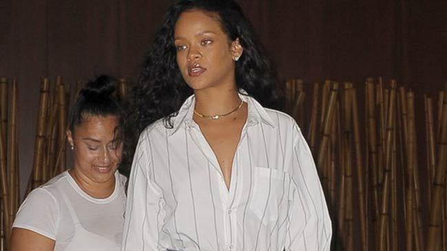 Rihanna+yeni+bir+trendi+ba%C5%9Flat%C4%B1yor%21;