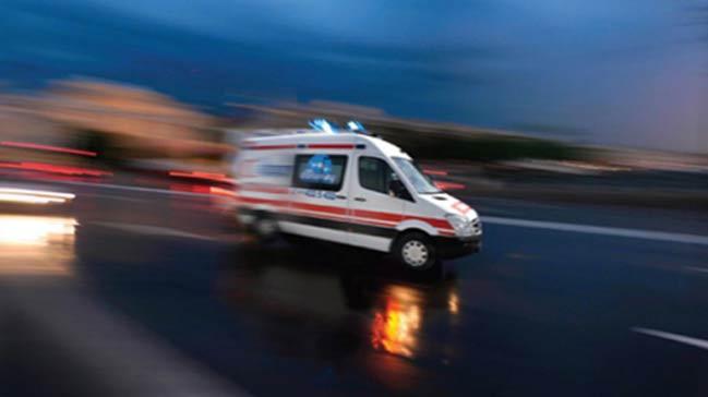 Adana'da trafik kazas�! 2 �l�, 3 yaral�