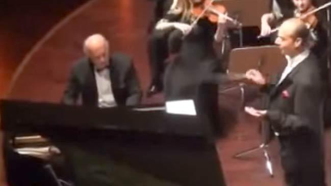 Orkestra şefinin muhteşem gösterisi