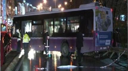 Kadıköy'de İETT otobüsü kaza yaptı 4 kişi yaralandı