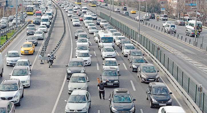 Trafikte ölüm soluyoruz