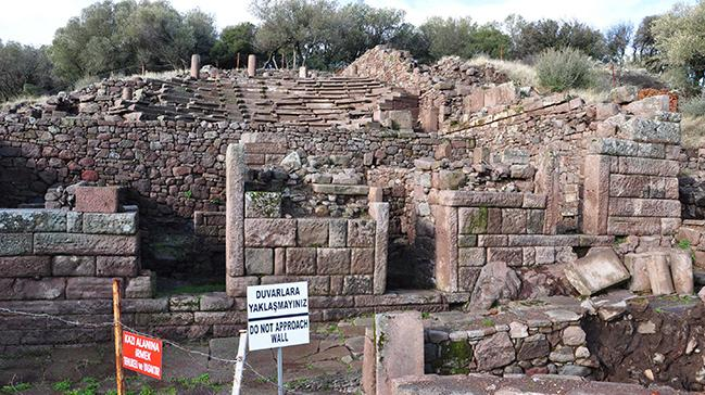 Manisa'da 2 bin 200 yıllık lahit bulundu