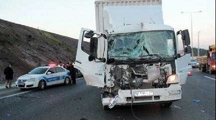 Kuzey Marmara Otoyolu'nda trafiği kilitleyen kaza
