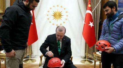 Cumhurbaşkanı Erdoğan'a dağcılardan anlamlı hediye