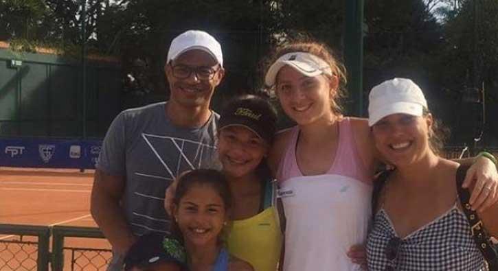 Alex'ten genç tenisçiye destek