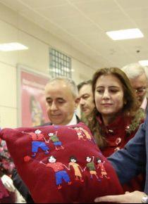 Suriyeli kadınlardan el emeği ürünler sergileniyor